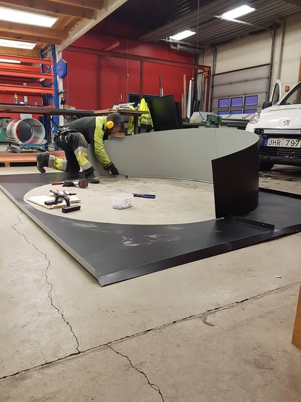 Peter tillverkar modell större Stos som senare ska monteras på Lövholmsågen Piteå